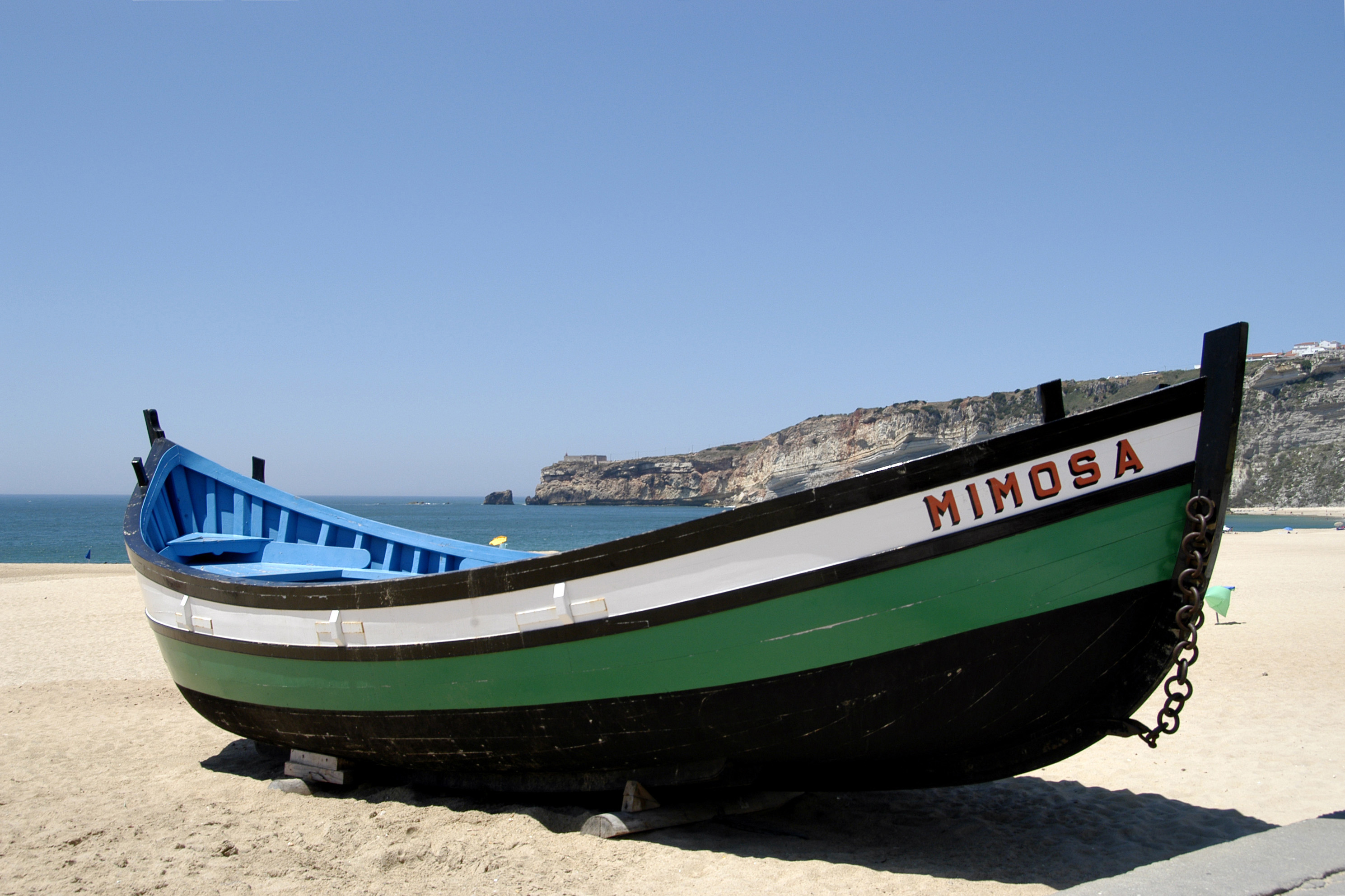 fishing boat in nazare on freemages. Black Bedroom Furniture Sets. Home Design Ideas