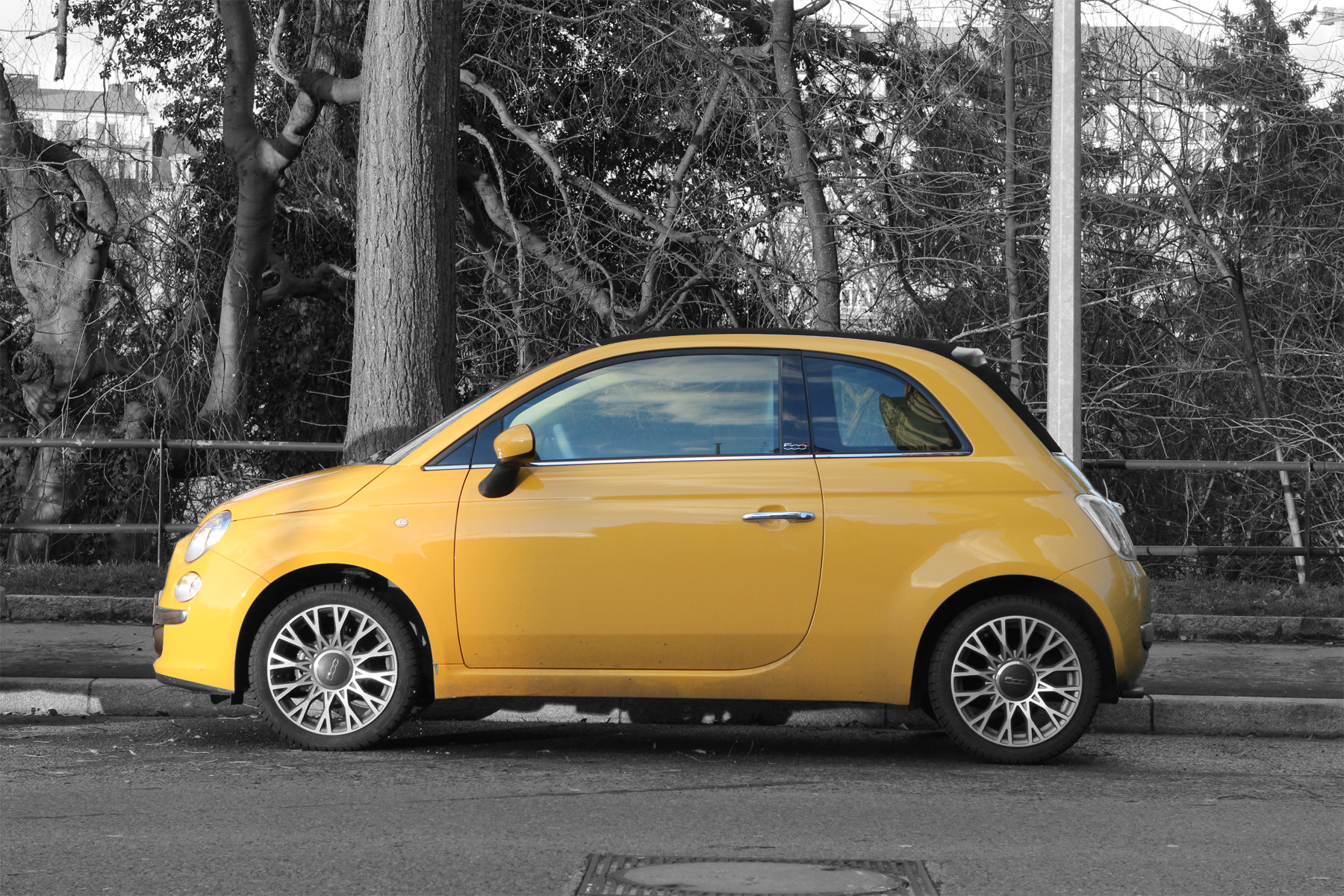 yellow fiat 500 on freemages. Black Bedroom Furniture Sets. Home Design Ideas
